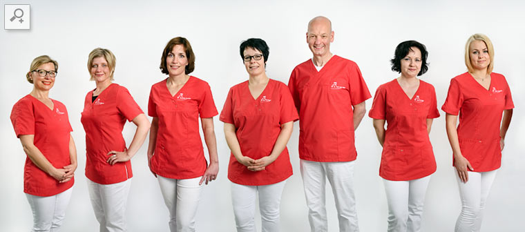 Team der Zahnarztpraxis Dr. Karl-Uwe Jülich in Bergneustadt. Foto © Dietrich Hackenberg