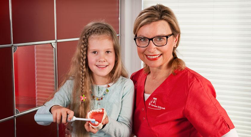 Prophylaxeberatung in der Zahnarztpraxis Dr. Karl-Uwe Jülich in Bergneustadt. Foto © Dietrich Hackenberg