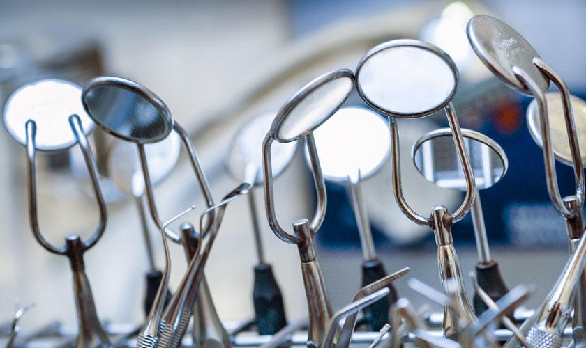 Mundspiegel Zahnarzt. Foto Dietrich Hackenberg